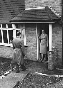 Salesman At Door, 1958, John Pratt, Keystone Features, Getty Images