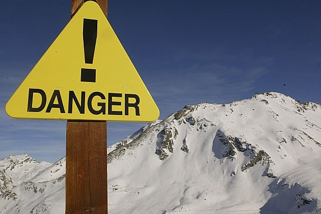 A  sign warns about the risks of avalanche