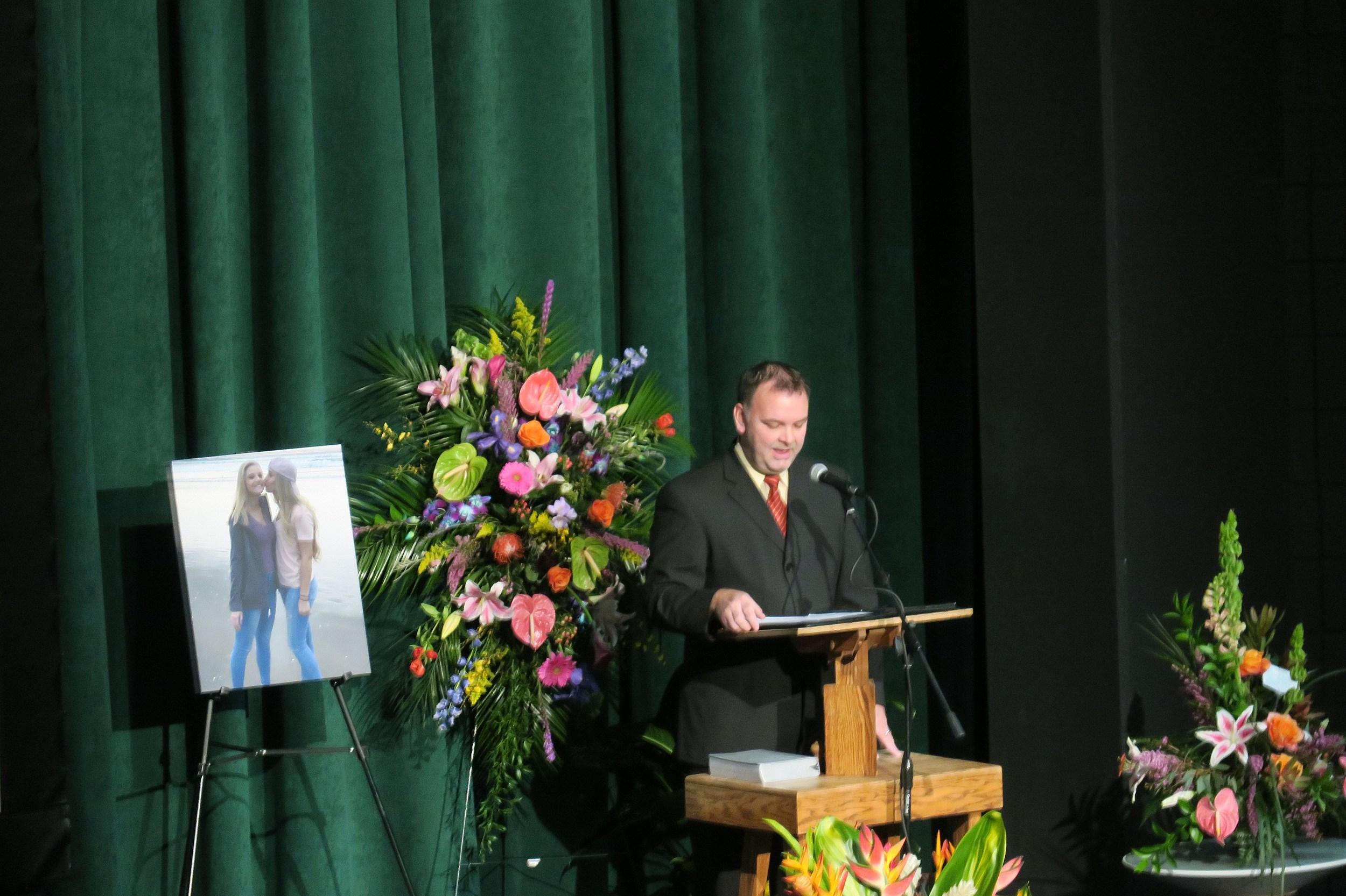 Hundreds gather to remember casper high school student izmirmasajfo